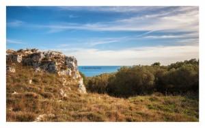 07 Una piccola rupe da cui ammirare il meraviglioso Mare Adriatico in quel di Acquaviva _DSC0621 M © MAURO PALANO